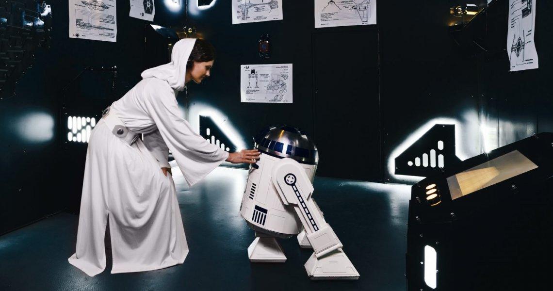 <p>Vydejte se zachránit galaxii před zničením, osud povstalců je pouze ve vašich rukou. Ocitnete se na záchraném modulu, který vyslala princezna Leia před impériem na pouštní planetu, najděte droida R2, který ukrývá tajné plány, vítejte ve Star Wars.</p>